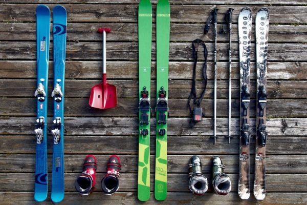 Strešný box vs nosič na lyže